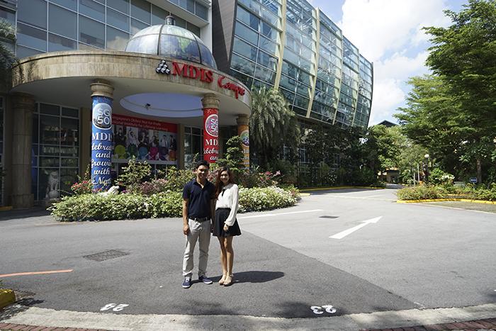 Anh Nguyễn Đăng Hiển chụp ảnh chung với chị Sally - Country Manager của MDIS