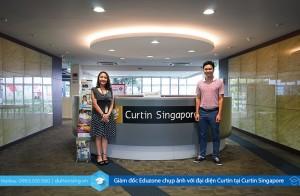 Giám đốc Eduzone chụp ảnh với đại diện Curtin tại Curtin Singapore