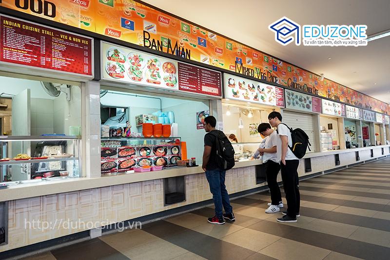 Canteen của MDIS ngay dưới tầng 1 của KTX