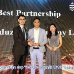 """Eduzone nhận cup """"Đối tác tốt nhất – Best Partnership"""" của trường JCU"""