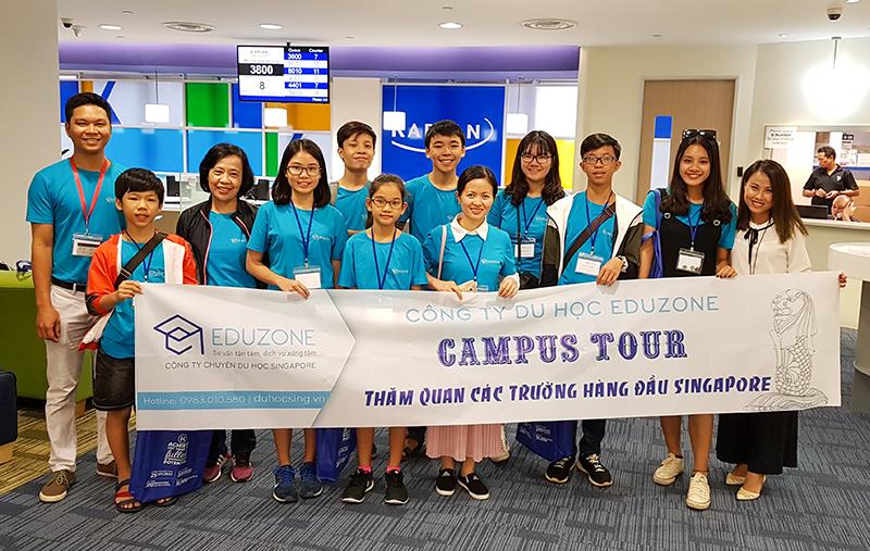 Đoàn thăm trường Kaplan Singapore