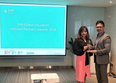 Eduzone nhận giải thưởng Best New Agent từ Học viện SIM Singapore