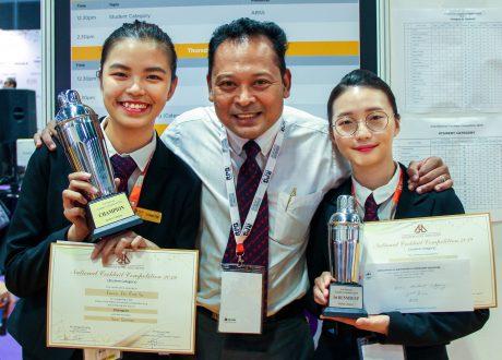 Sinh viên MDIS đoạt giải nhất Cuộc thi Pha chế Cocktail 2019 nhân kỷ niệm 200 năm thành lập Singapore
